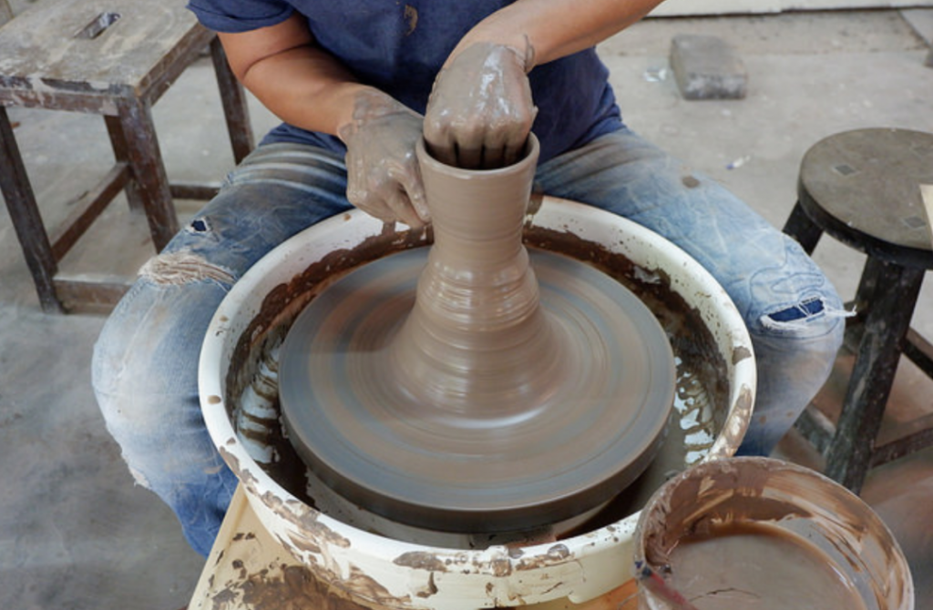 Center Pottery : Potters With A Heart